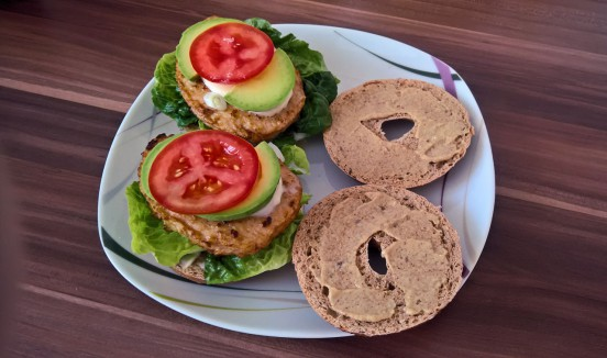 Der vegetarische Bagel-Burger