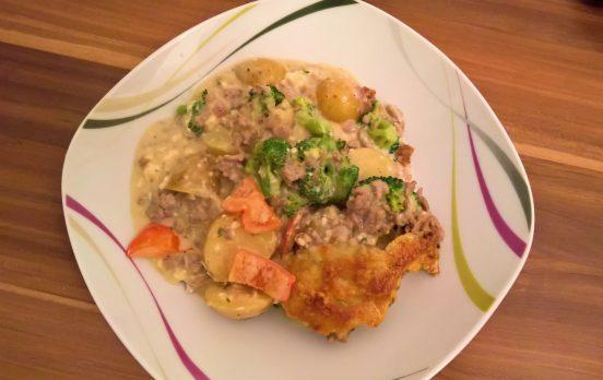 Kartoffel-Brokkoli-Paprika-Hackfleisch-Auflauf