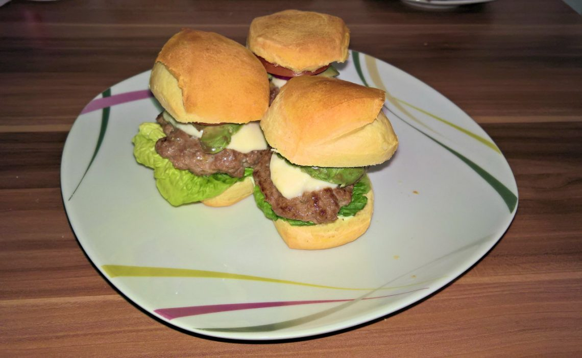 Cheeseburger-Avocado Slider